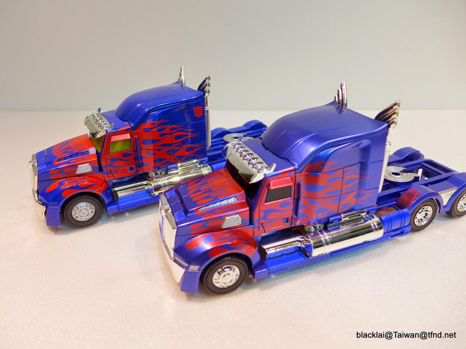 AD31 Optimus Prime vs AD01 Optimus Prime